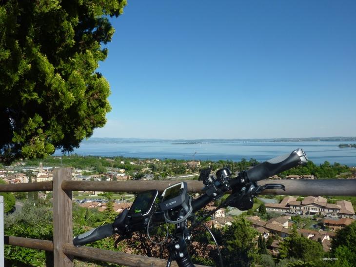 Blick vom Castello Perdenghe auf den Gardasee