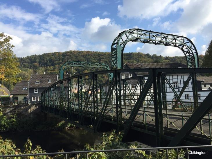 Die alte Kohlfurther Brücke über die Wupper.