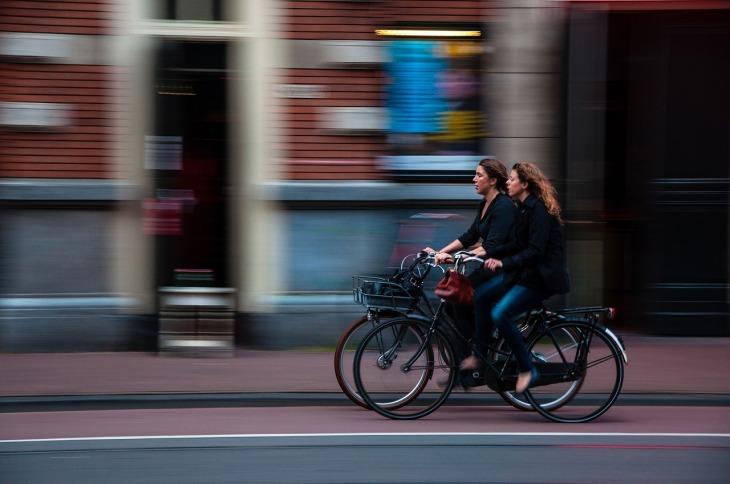 cyclists-690644_1280