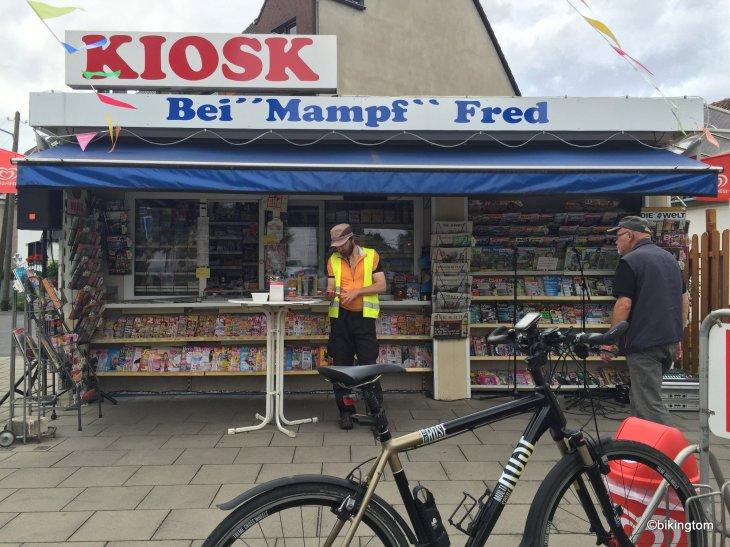 bikingtom mit dem Fahrrad am Tag der Trinkhallen in Essen-Haarzopf